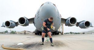 Man Pulling a 416,299 lb C-17 Globemaster III Aircraft to make World record