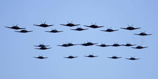 Amazing video of 25 Lockheed F-117 Nighthawk Stealth Fighters Formation Flyby