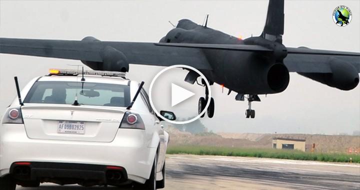 Controlled crash landing of U2 spy plane using 140-Mph Chase
