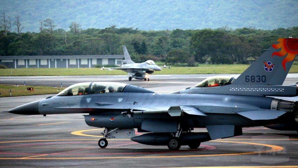 Taiwan air force F-16 fighter jet goes missing