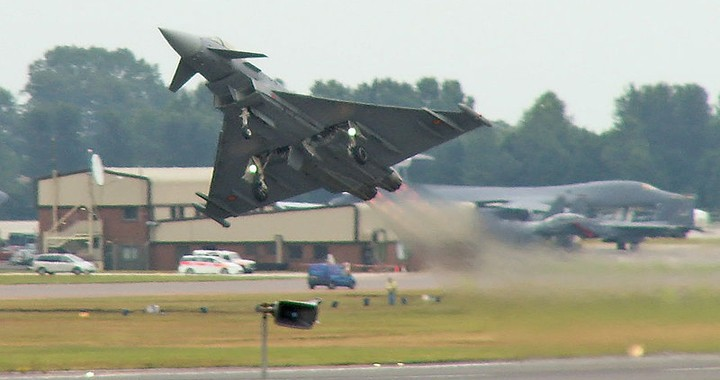 Stunning Videos of Eurofighter Typhoon Extreme Demonstration of maneuverability