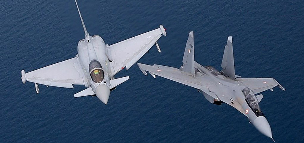 IAF Sukhoi Su-30MKI vs RAF Euro-fighter Typhoon