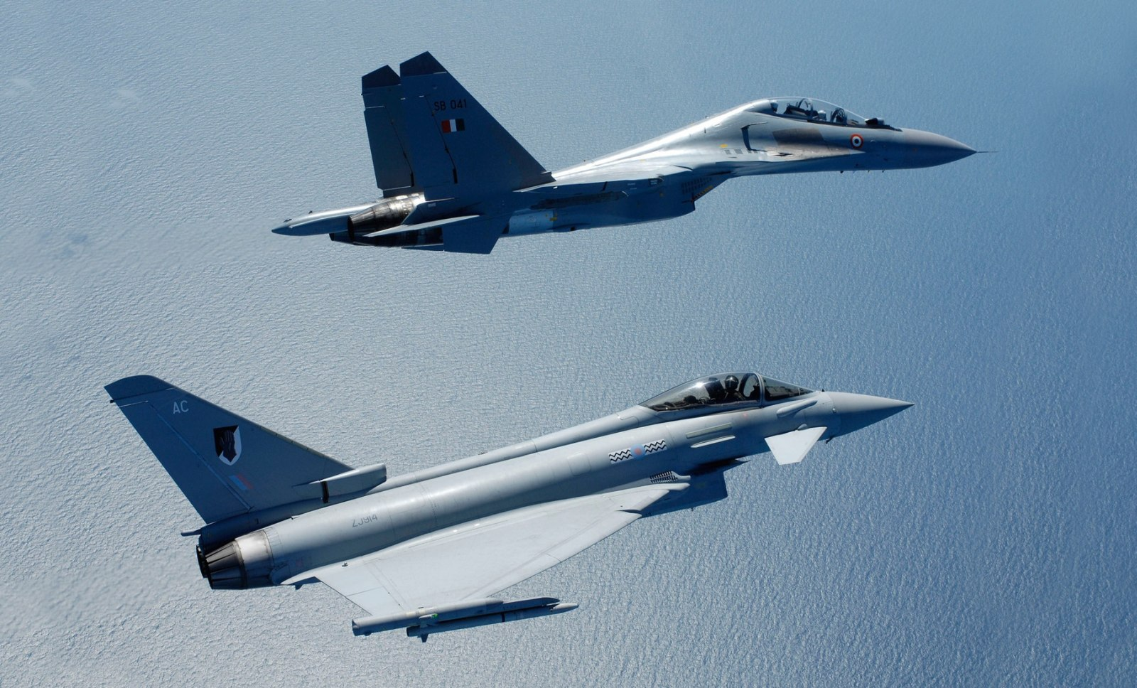 IAF Sukhoi Su-30MKI vs RAF Euro-fighter Typhoon 1