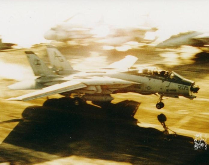 How F-14 Tomcat pilot with missing radome made an emergency landing