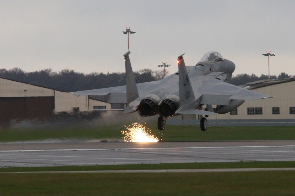 Video of F-15 Arresting Cable Landing 1