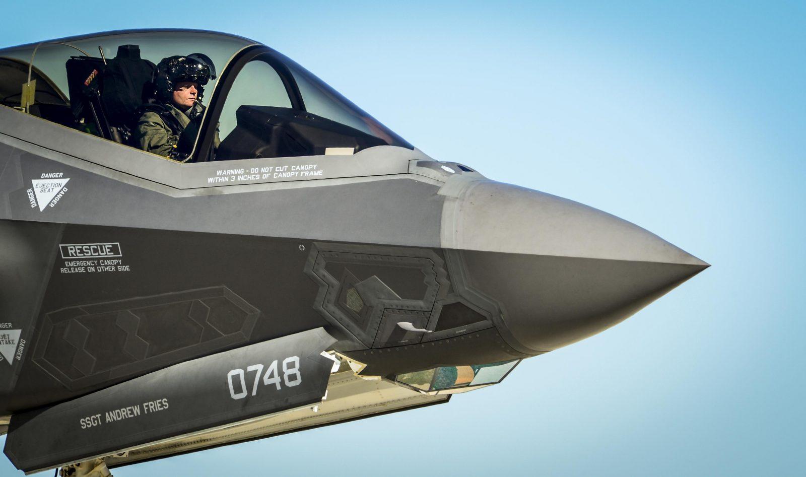 $400,000 F-35's New Generation Super Smart Helmet 1