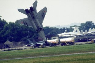 Mig-29 Crash 1989 Paris Airshow - Pilot Ejected Two Seconds Before Crash