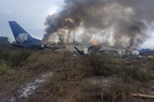 Aeromexico flight with 101 people on board crashes in Durango, Mexico