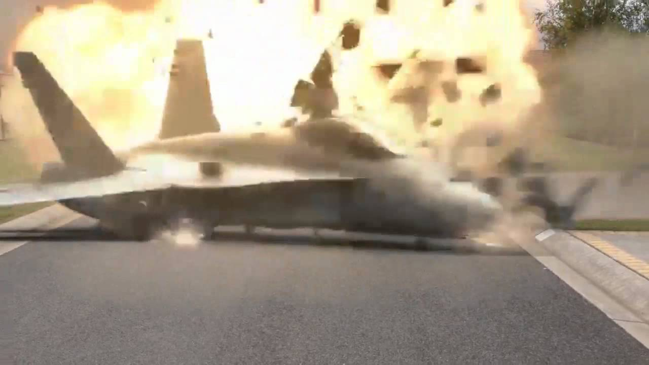 Video of F-18 Crash at El Toro Air Show: Pilot Survived 73Gs force after Hornet smashed into the ground