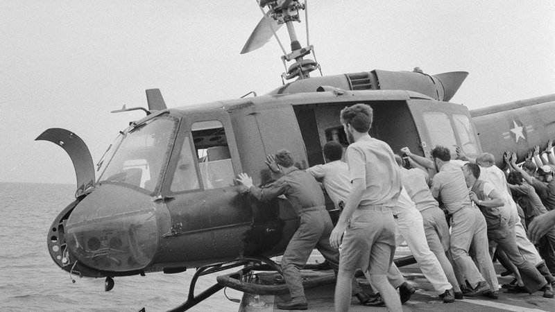 Why the US sailors pushed helicopters off their ships ? 1