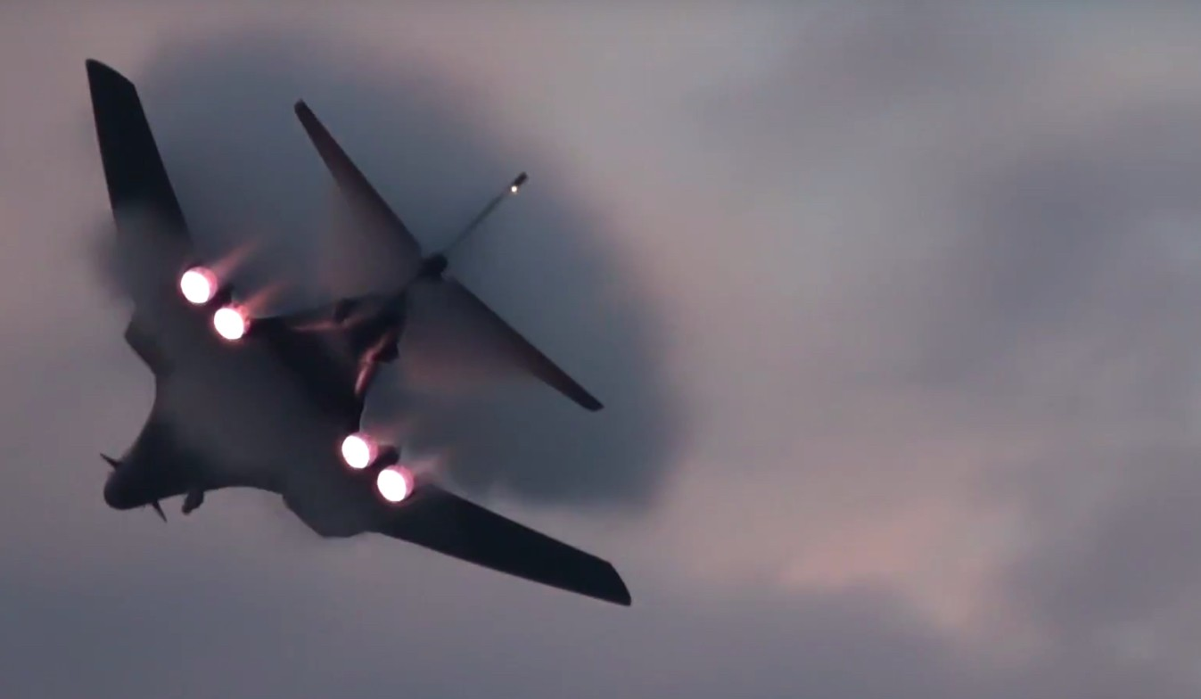 Amazing Video Of a B-1B Lancer Night Afterburner Takeoff and Spiral Climb