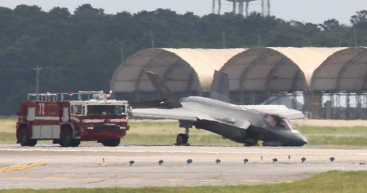 U.S. Air Force F-35A Lightning II Landing Gear Collapses After Landing At Hill Air Force Base