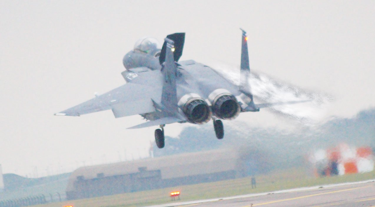 F-15 Eagle managed to land with one wing After mid-air collision