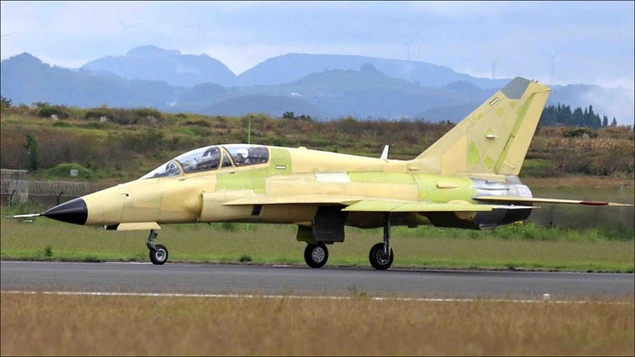 China's new FTC-2000G multi-role combat aircraft makes debut flight