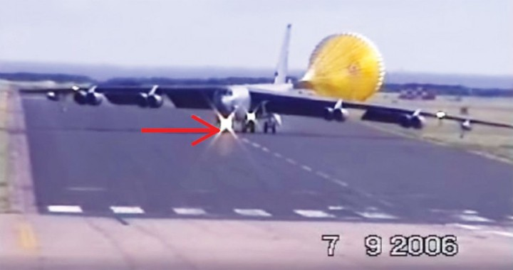 Videos of Insane B-52 High Crosswind crab landing