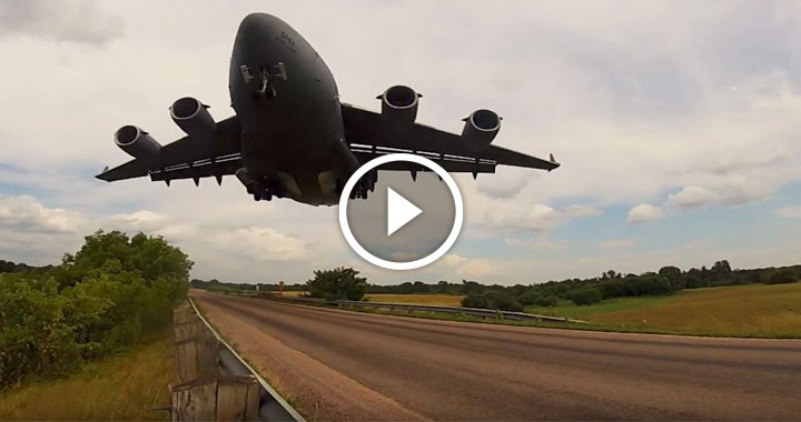Low Globemaster landing - Right under C-17'S GLIDE SLOPE