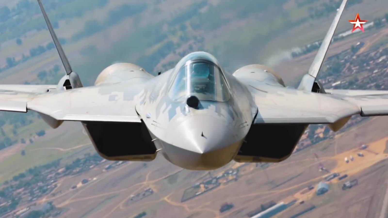 New Video of Russia's Sukhoi Su-57 Doing A Low-Level Photo Shoot