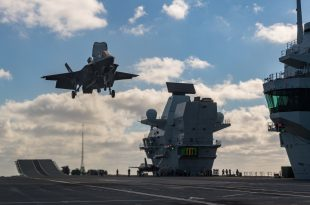RAF test F-35 pilot carried backward landing on HMS Queen Elizabeth