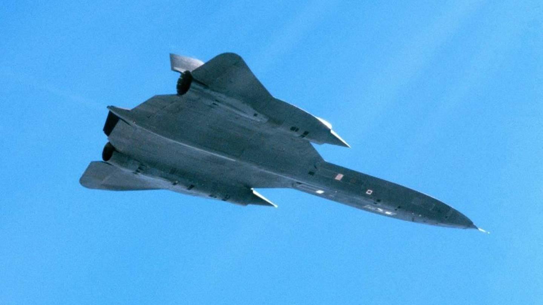Four Swedish Viggen pilots protected A Crippled SR-71 Blackbird