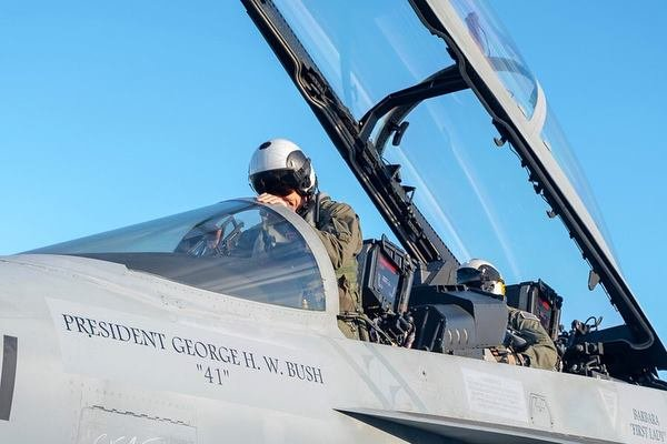 Navy Hornet Inscribed With George Bush S Name To Lead 21 Jet Largest