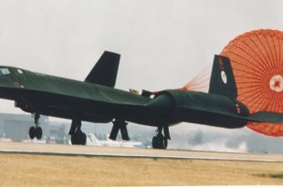 That time an SR-71 Blackbird Drag chute door opened Accidentally while flying at Mach 1.5