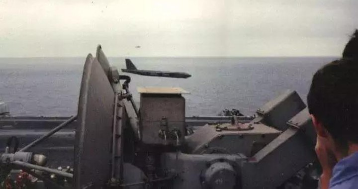 That Time a B-52 bomber Pilot performed an insane low flyby next to the USS Ranger Aircraft carrier