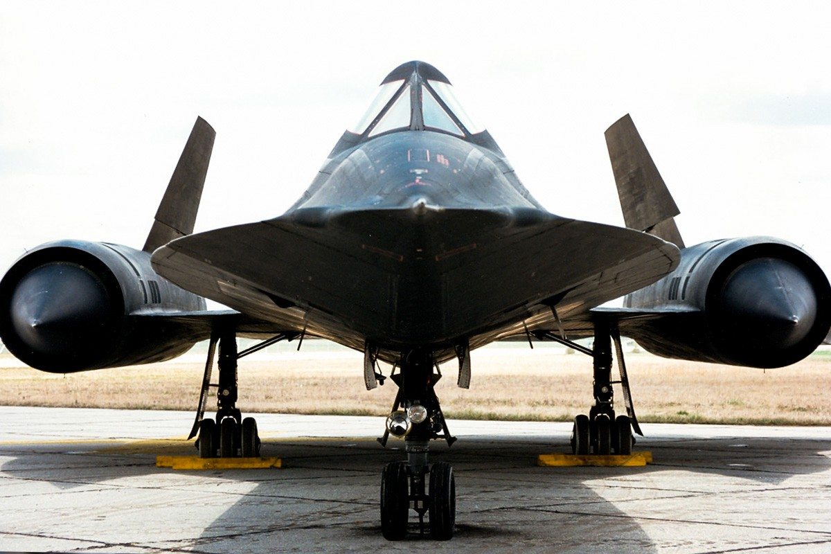 Unique SR-71 Blackbird tires that Sustained substantial heat produced by cruising at Mach 3
