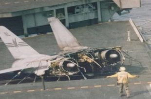 That Time F-14A Tomcat fighter jet split into two pieces