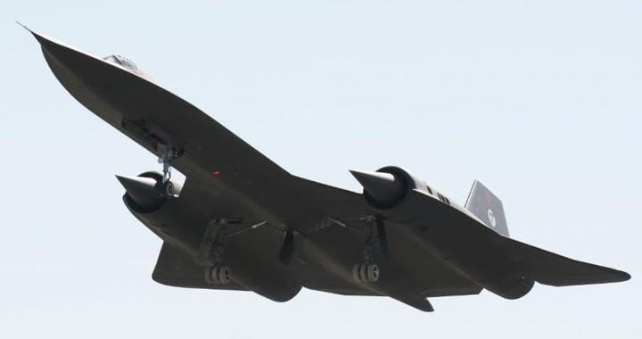 Gigantic-SR-71-Blackbird-RC-Scale-Model-720x380