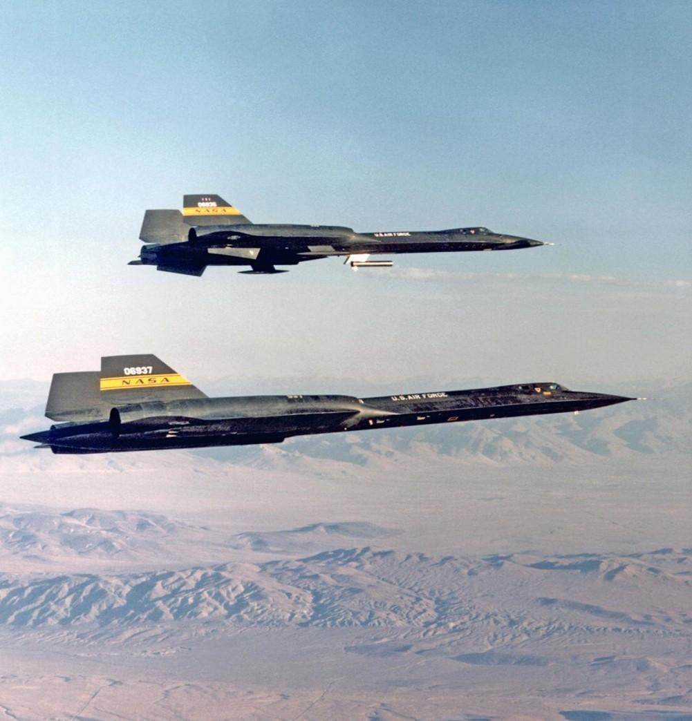 That time NASA YF-12 BLACKBIRD flew carrying a 'Coldwall' Heat Transfer pod beneath the forward fuselage