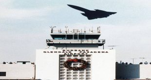 SR-71 Blackbird pilot buzzed the Commercial Airport tower just like Tom Cruise did In 'Top Gun' movie