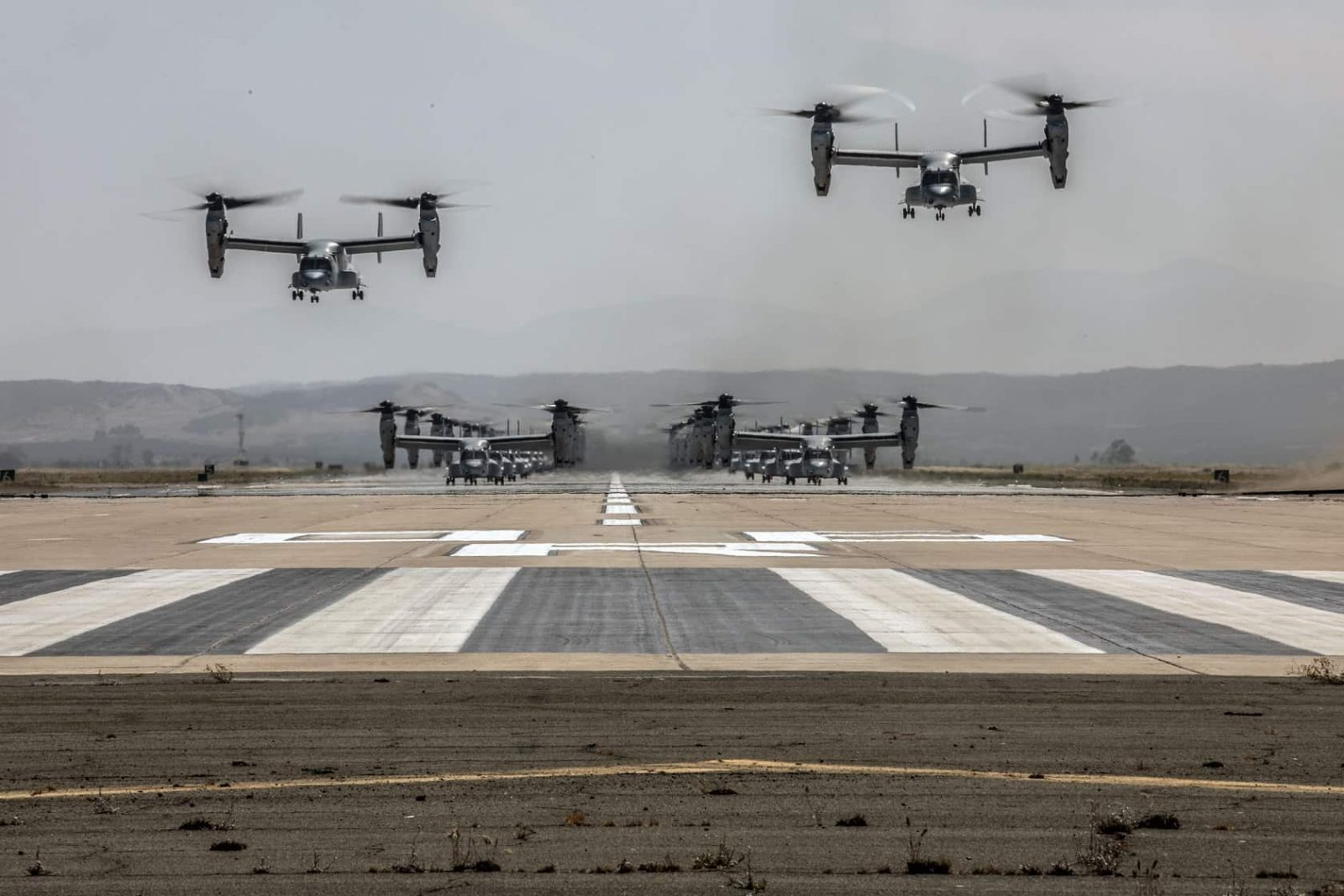 USMC 24 MV-22B Ospreys & 16 CH-53E Super Stallions Demonstrates Awesome Combat Power During Monumental Mass Flight