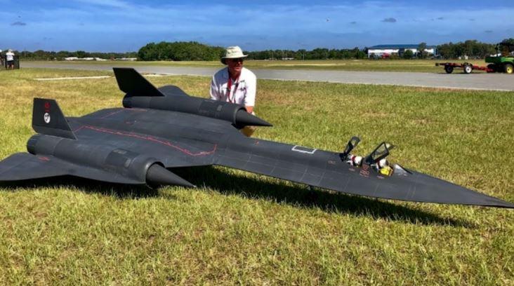 Video Features Award Winning Gigantic SR-71 Blackbird RC Scale Model Blasting Through The Skies With Dynamic Turbine Engines