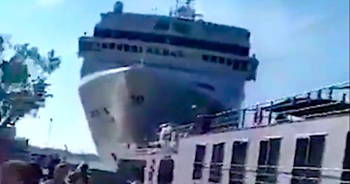 Scary video shows people running for their lives as a huge out-of-control cruise ship crashed into a dock in Venice