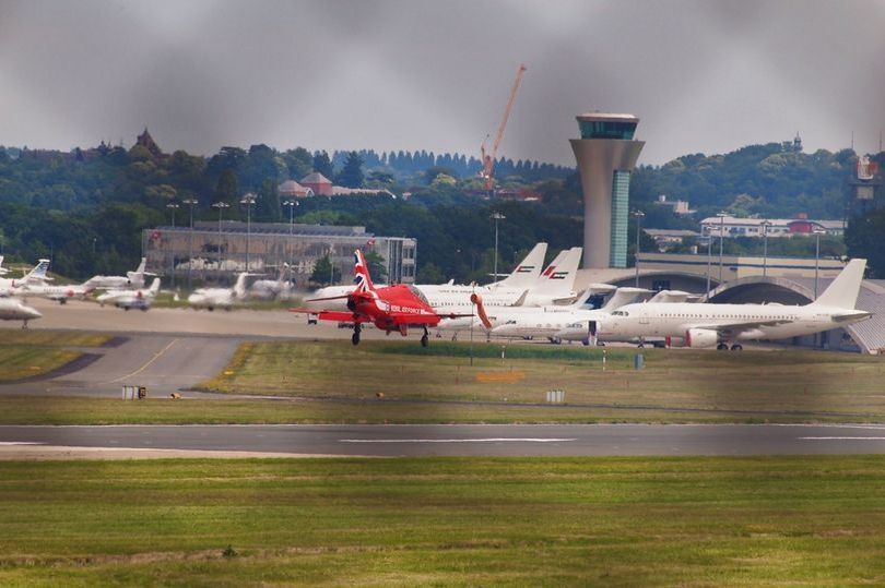 Red Arrows Hawk T Mk 1 aircraft experienced a tyre blowout on landing at Farnborough Airport