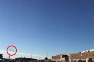"Watch 2 F/A-18E Super Hornet Buzzing NAS Fallon Control Tower during Top Gun: ""Maverick"" Filming"