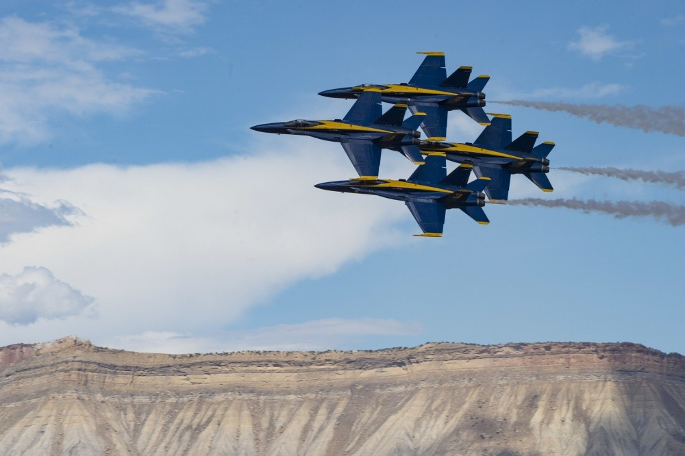 Blue Angels F/A-18 Jets Midair Collision During Tight ...