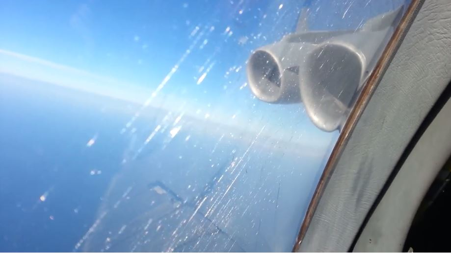 Video Features C-17 Globemaster III Cargo Aircraft Tactical Descent From 25000 ft to 5000 ft in 58 seconds