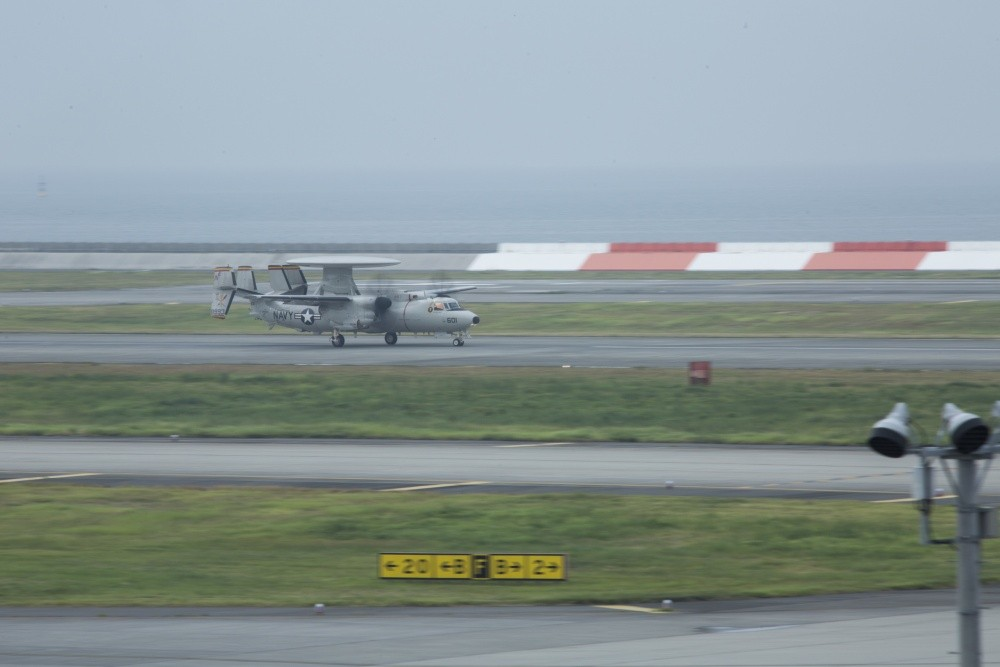 E-2D Hawkeye Aircraft Damaged Four Super Hornet While Landing on USS Abraham Lincoln