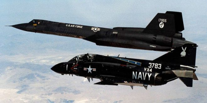 "See How F-4 Phantom II ""Protected"" an SR-71 Blackbird from a Meteor Attack"