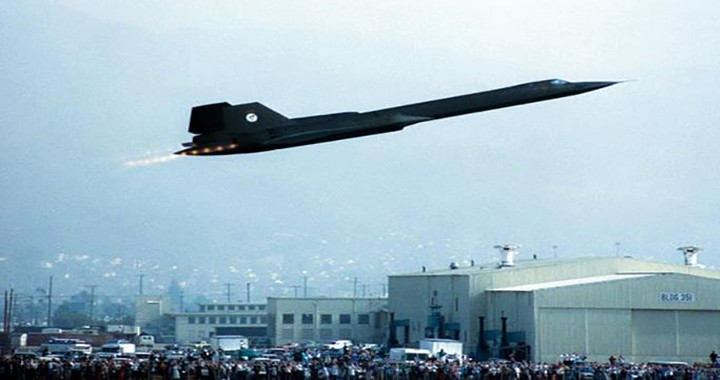 Video Features Last Flight Of SR-71 Blackbird Flying at Mach 3.2 Speed