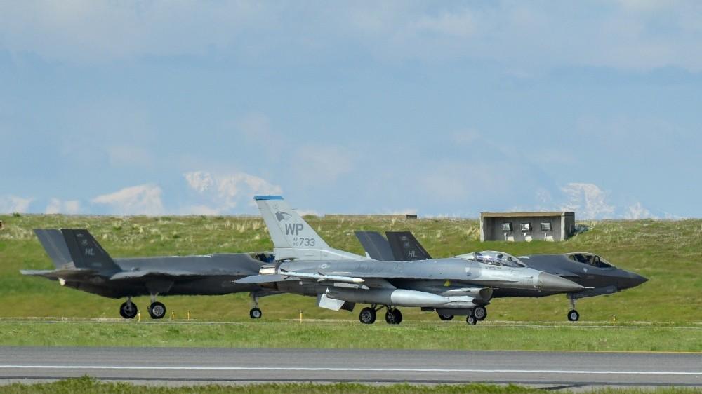 U.S. Air Force F-16 Fighting Falcon to Gets F-35 Sensors, Radar & Weapons