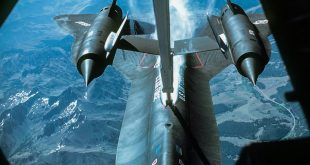 Here's Why The SR-71 Blackbird Had To Refuel After Takeoff