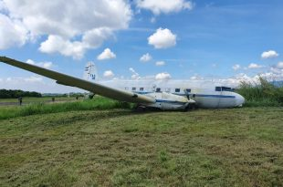 salvadoran-air-force-plane-carrying-parachutists-suffered-runway-excursion-on-takeoffsalvadoran-air-force-plane-carrying-parachutists-suffered-runway-excursion-on-takeoff