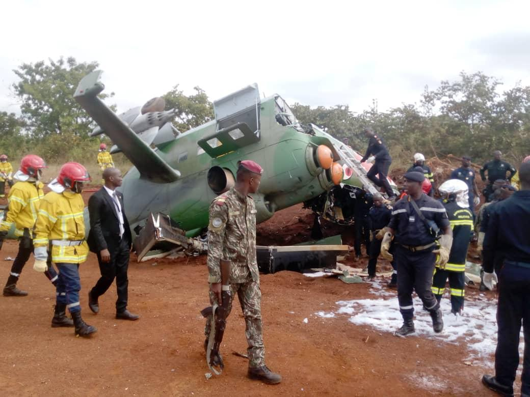 cote-divoire-armed-forces-mil-mi-24d-crashed-into-mi-17-helicopter-during-landing