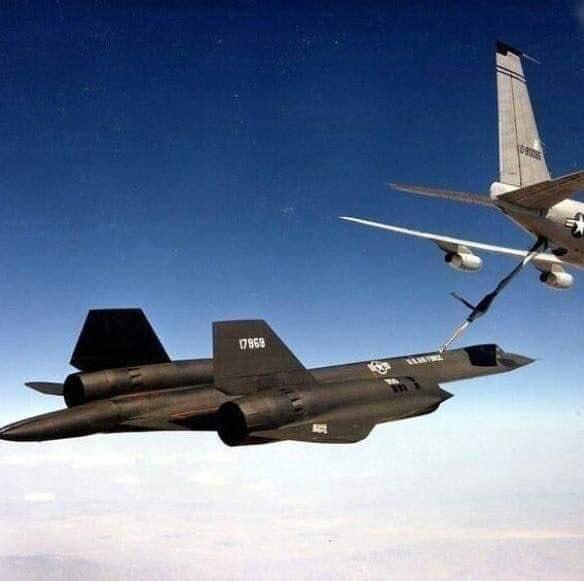 Video Shows KC-135Q Tanker Refueling Mach 3 SR- 71 Blackbird Spy Plane (Audio)
