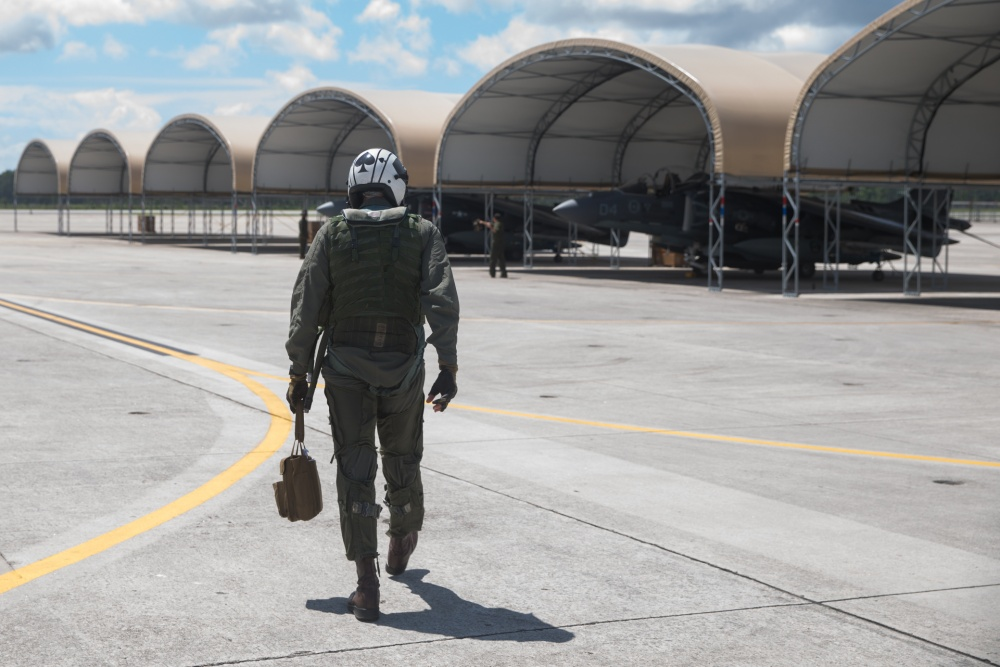 U.S. Marine Corps Offering Former Reserve Pilots $30K to Return to Service