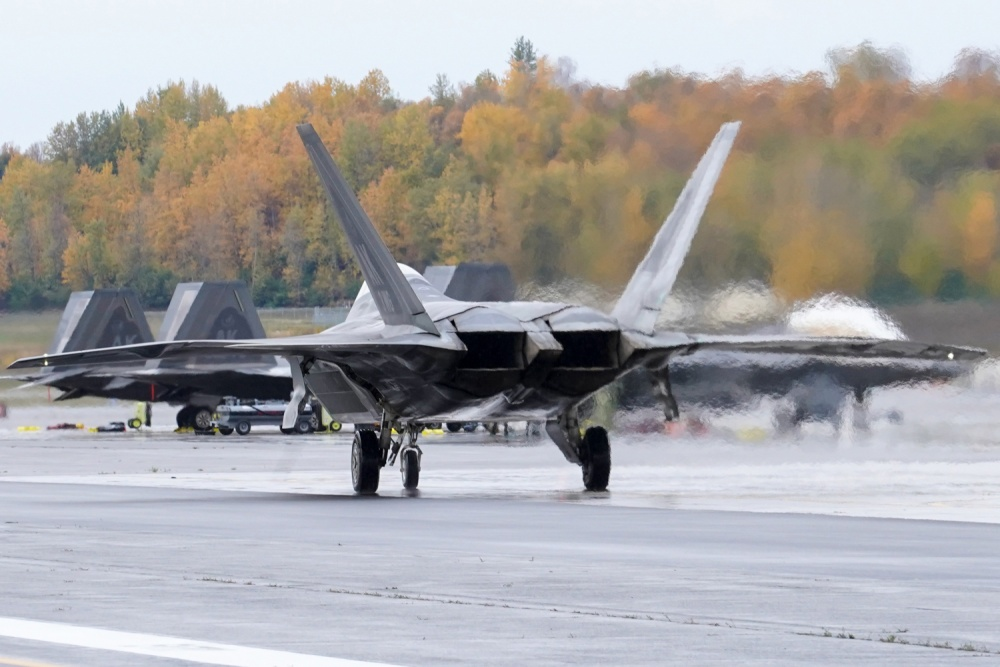 Why F-22 Raptor Uses Rectangular Instead Of Circular Exhaust Nozzels