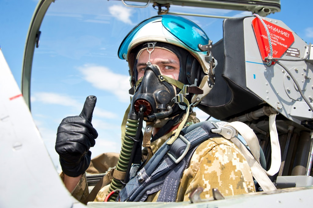 New American Made Fighter Jet Helmets Goes Unused In Ukraine