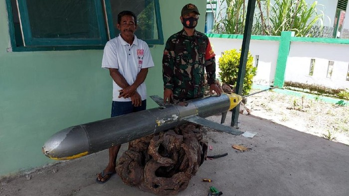 An Indonesian Fisherman Reeled In a 7.4 feet long Chinese Underwater Drone